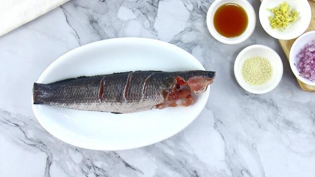 Cách làm món cá lóc hấp bầu